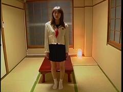 美巨乳な制服美少女