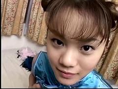 チャイナドレスの微少女
