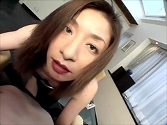 誘惑の美脚 〜スリットから覗き見える網タイツ〜