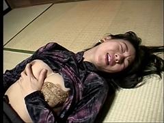 人妻温泉逆ナン旅行 2 〜お土産屋で買ったバイブと巨根男〜