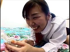 初めてのおもちゃ責めにカラダを震わせるムチムチボディの巨乳制服娘